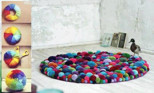 Pomponowy dywan