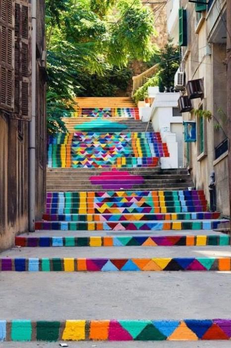 kolorowe schody w mieście