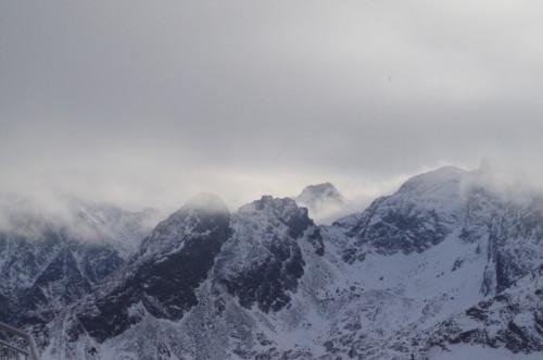 Mgła nad szczytami Tatr