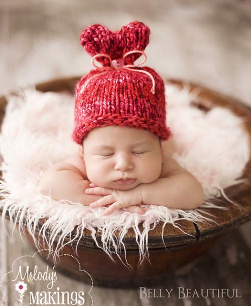 czapeczka niemowlęca z serduszkiem